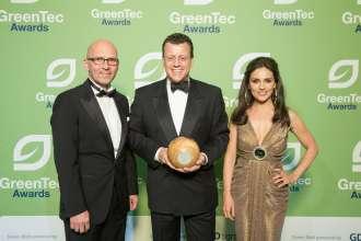 Green Tec Awards, 29.05.2015, Berlin. V.l.n.r. Klaus Dittrich (Messe München), Dr. Steven Althaus (BMW), Nazan Eckes (06/2015).
