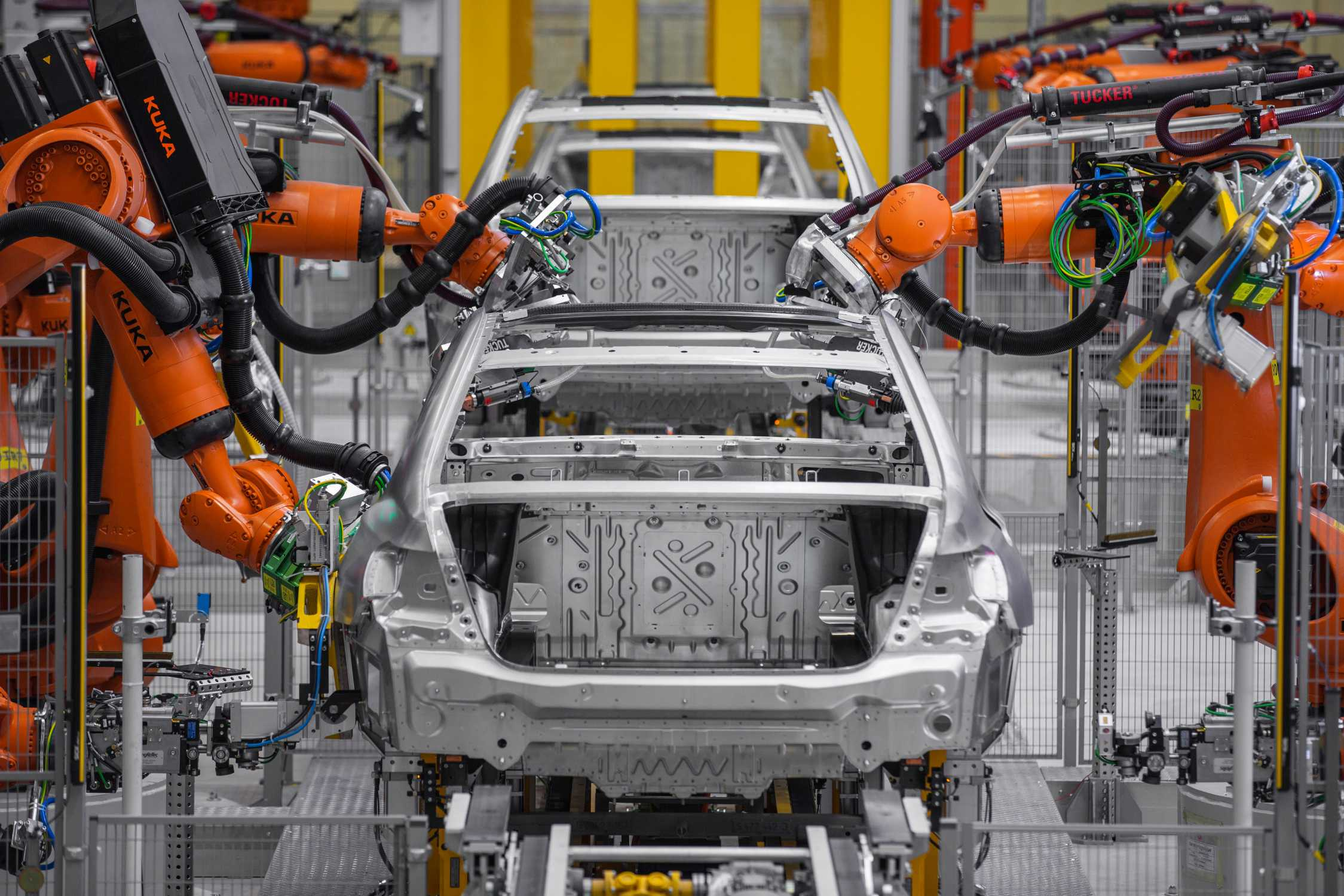 Bmw group plant dingolfing production of the bmw 7 series bodyshop lightweight construction intelligent material mix 06 2015