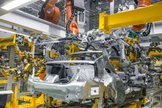 BMW Group Plant Dingolfing, production of the BMW 7 series - bodyshop: lightweight construction, intelligent material mix (06/2015).