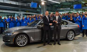 Start of production of new BMW 7 Series at Plant Dingolfing - Harald Krüger (r.), Chairman of the Board of Management of BMW AG, at the employee event to mark the start of production together with Josef Kerscher, head of Plant Dingolfing (06/2015)