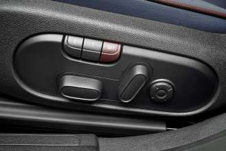 The new MINI Clubman. Electrically adjustable seats with memory function. (06/2015)
