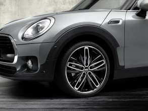 The new MINI Clubman with 19'' Radialspoke 526, black, milled. (06/2015)