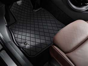 The new MINI Clubman with all-weather floor mat Essential Black. (06/2015)