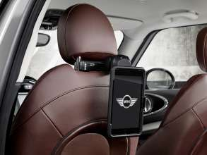 The new MINI Clubman with Travel & Comfort System holder for Apple iPad mini. (06/2015)