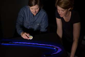 Anna Diermeier (MINI Color & Trim Design) and Annette Baumeister (Head of Color & Trim Design MINI) assess the pattern and color range of the illuminated door bezels of the MINI Clubman with the help of a décor prototype. (06/2015)