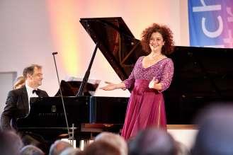 Angelika Kirchschlager, Mezzosopran, und Julius Drake, Klavier, begeistern beim Liederabend am Eröffnungstag des Festivals (06/2015)