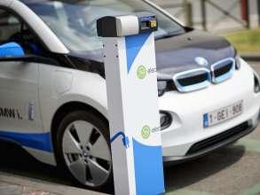 15 BMW i3s for Zen Car in Brussels - BMW i3 in Zen Car branding fully charged at the parking Porte de Namur/Naamsepoort (06/2015).