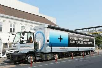 Der von der BMW Group und SCHERM Gruppe im Juli 2015 in Betrieb genommene Elektro-LKW (07/2015)