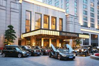 BMW i8 joins fleet of The Peninsula Hotel Shanghai (07/2015).