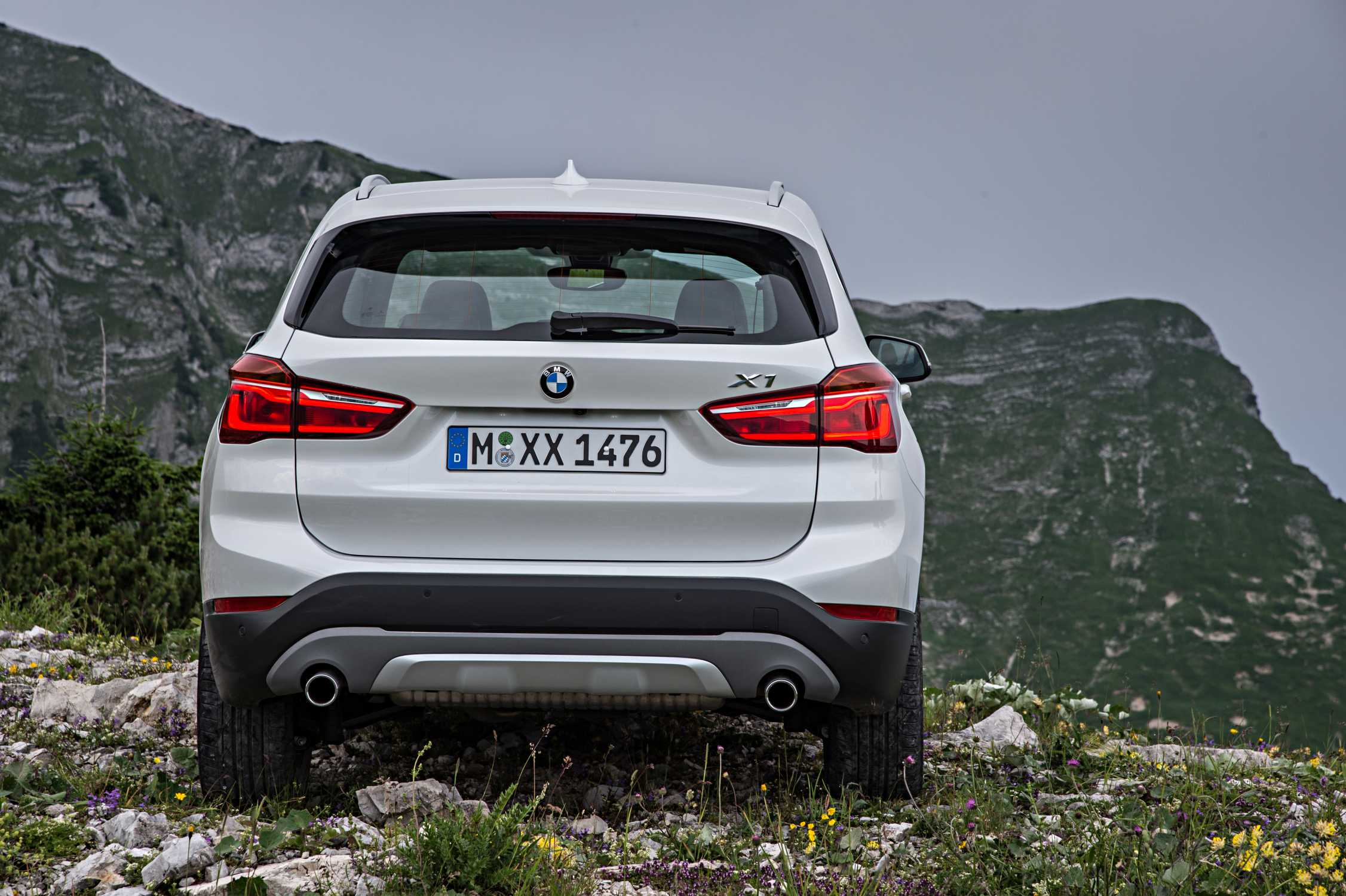 the new bmw x1 on location pictures bmw x1 xdrive25d with xline. Black Bedroom Furniture Sets. Home Design Ideas