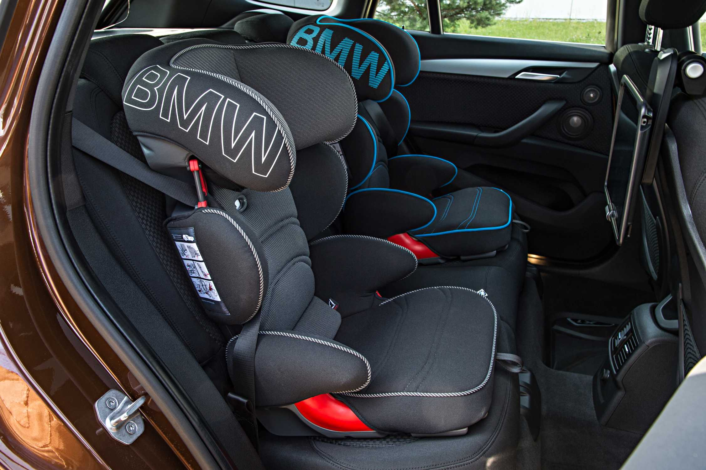 the new bmw x1 on location pictures bmw junior seat. Black Bedroom Furniture Sets. Home Design Ideas