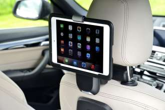 Der neue BMW X1. On Location Bildmaterial. Travel & Comfort Apple iPad Halter. (07/2015)