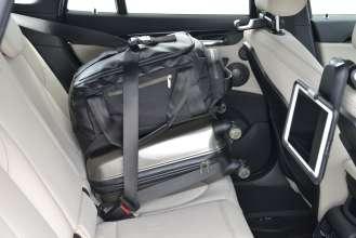 Der neue BMW X1. On Location Bildmaterial. Travel & Comfort Apple iPad Halter. (07/2015)