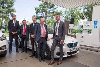 BMW Group, worldwide first hydrogen station with two types of refuelling technology, f.l.: Dr. Andreas Opfermann (The Linde Group), Patrick Schnell, (Clean Energy Partnership, CEP), Guillaume Larroque,  (TOTAL), Dr. Veit Steinle (Bundesministerium für Verkehr und digitale Infrastruktur), Matthias Klietz, (BMW Group). (07/2015)