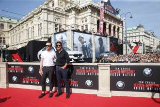 Simon Pegg und Tom Cruise bei der Weltpremiere von 'Mission: Impossible - Rogue Nation' in der Wiener Staatsoper am 23. Juli 2015 in Wien, Österreich (07/2015). (Photo by Franziska Krug/Getty Images for BMW)
