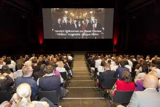 """Gespannt verfolgten die rund 400 geladenen Gäste am Montagabend den neuen Film """"Mission: Impossible – Rogue Nation""""  rund um Specialagent Ethan Hunt im Auditorium der BMW Welt (07/2015)."""