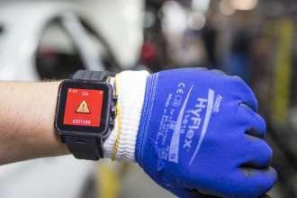 Smartwatch unterstützt die Montagearbeit (08/2015)