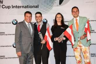 Die Sieger beim österreichischen Landesfinale des BMW Golf Cups International 2015: v.l. BMW Group Austria Geschäftsführer Kurt Egloff, Alexander Pessl, Kathrin Klaus, Michael Kobliha (09/2015)