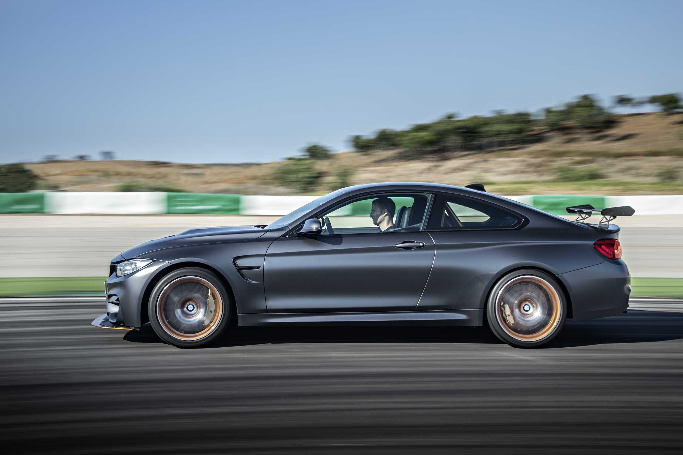 Bmw M4 Gts And Bmw 3 0 Csl Homage Receive 2015 Auto Bild Sports Car Of The Year Award