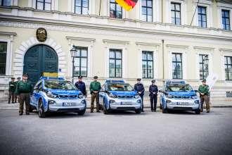 BMW Deutschland übergibt drei BMW i3 an die Bayerische Polizei (09/2015).