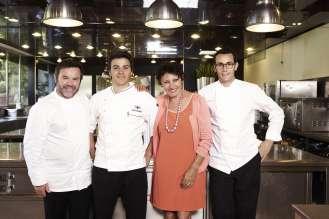 Michel Troisgros (l.) mit Familie, ECKART 2015 für Große Kochkunst (10/2015).