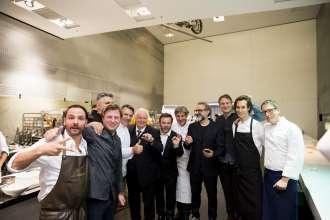 Die ECKART 2015 Preisträger mit Eckart Witzigmann zu Besuch in der Küche. Verleihung des ECKART 2015, BMW Museum (10/2015).