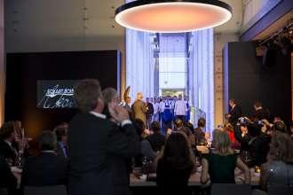Standing Ovations für die Köche und den Service des Abends. Verleihung des ECKART 2015, BMW Museum (10/2015).
