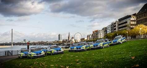 Übergabe der neuen BMW 318d Touring Einsatzfahrzeuge an Ralf Jäger, Innenminister von Nordrhein-Westfalen, und die Polizei Nordrhein-Westfalen am Rheinufer in Düsseldorf. (11/2015)