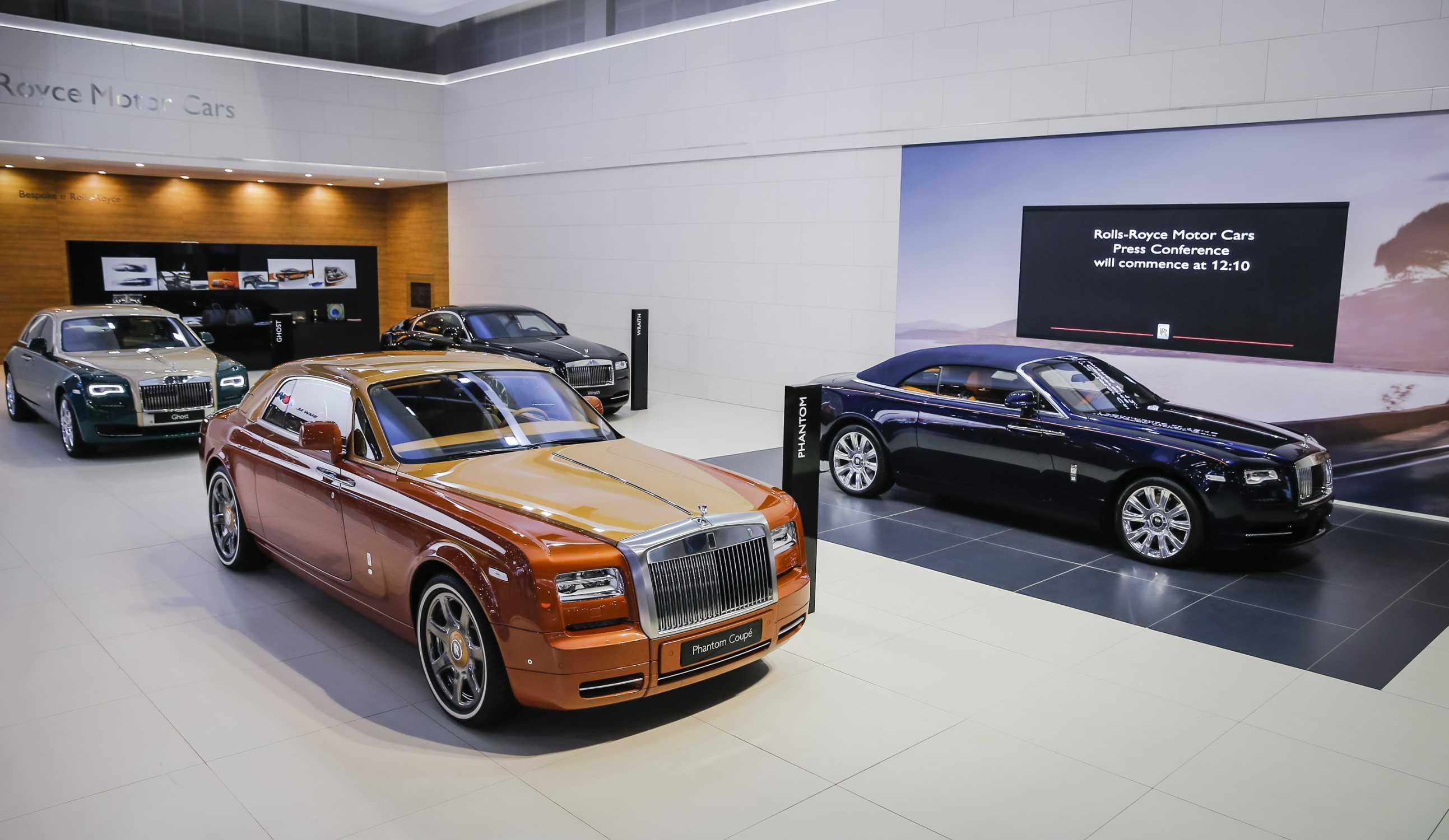 Rolls royce motor cars redefines super luxury bespoke for Rolls royce motor cars