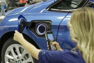 BMW Group Werk Leipzig, Montage: Produktion BMW 225xe, Montage-Finish (11/2015)