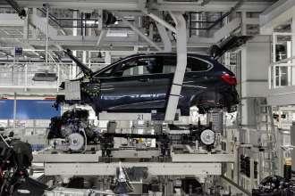 BMW Group Werk Leipzig, Montage: Produktion BMW 225xe, Hochzeit (11/2015)