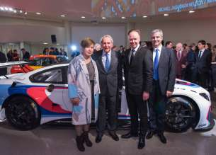Cao Fei, the 18th BMW Art Car artist, Hervé Poulain, initiator of the BMW Art Car Collection, Ian Robertson, Member of the Board of Management of BMW AG, and Jens Marquardt, BMW Motorsport Director, in front of the BMW M6 GT3 at the Guggenheim Museum, New York. (11/2015)