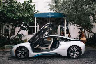 BMW i8 in front of the Soho Beach House in Miami (12/2014)