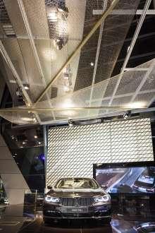 Die einzigartige Ausstellungsfläche des neuen BMW 7er macht zeitgemäßen Luxus in der BMW Welt erlebbar. (12/2015)