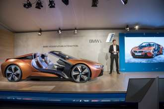 BMW Group at the CES 2016, Klaus Fröhlich, Member of the Board of Management of BMW AG, Development presenting the BMW i Vision Future Interaction (01/2016)