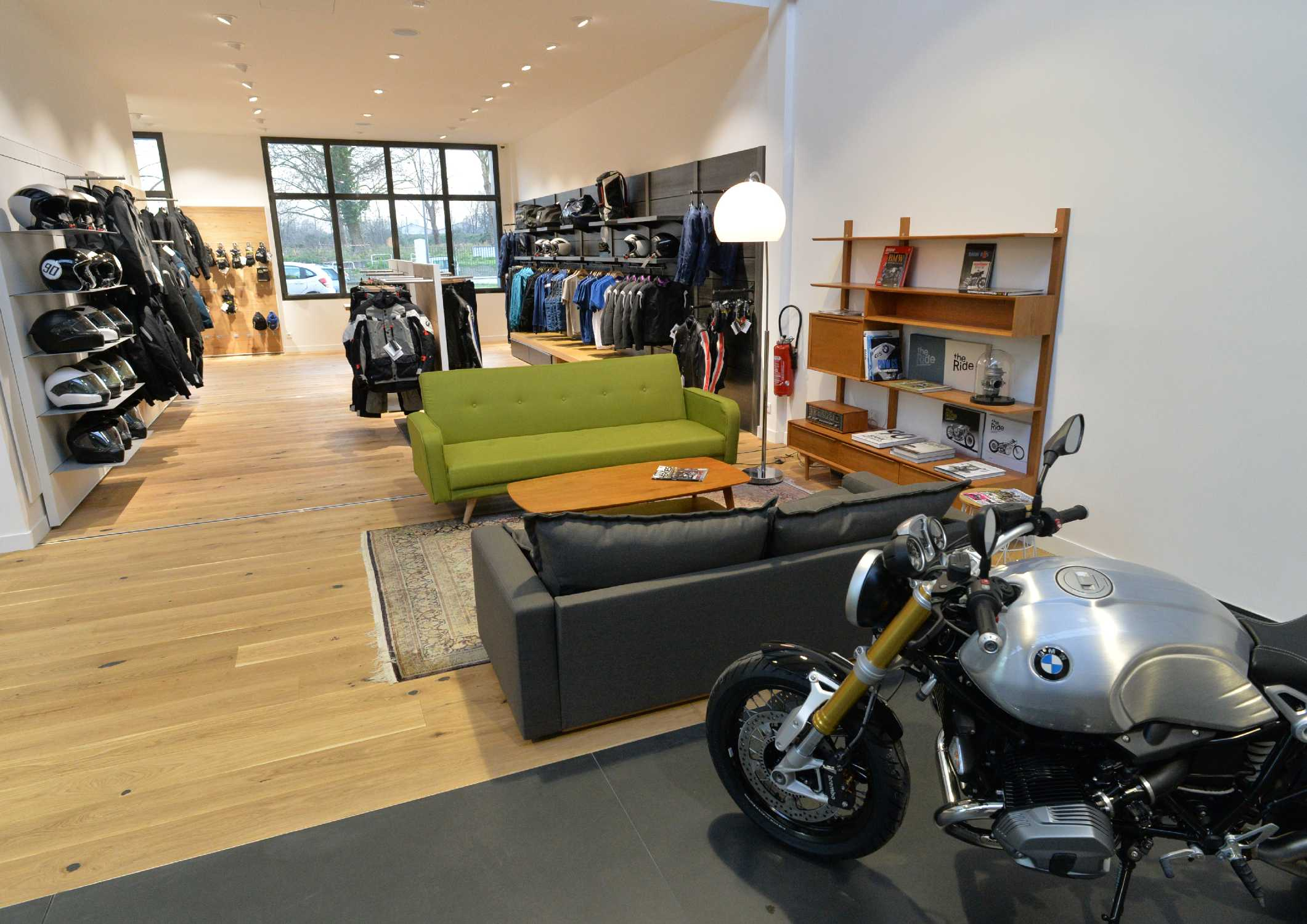 moto loft une nouvelle concession bmw motorrad en ile de france. Black Bedroom Furniture Sets. Home Design Ideas