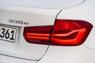 BMW 330e (01/2016)