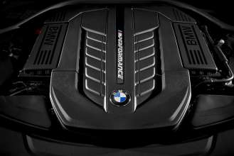 BMW M760Li xDrive - Engine (02/2016).