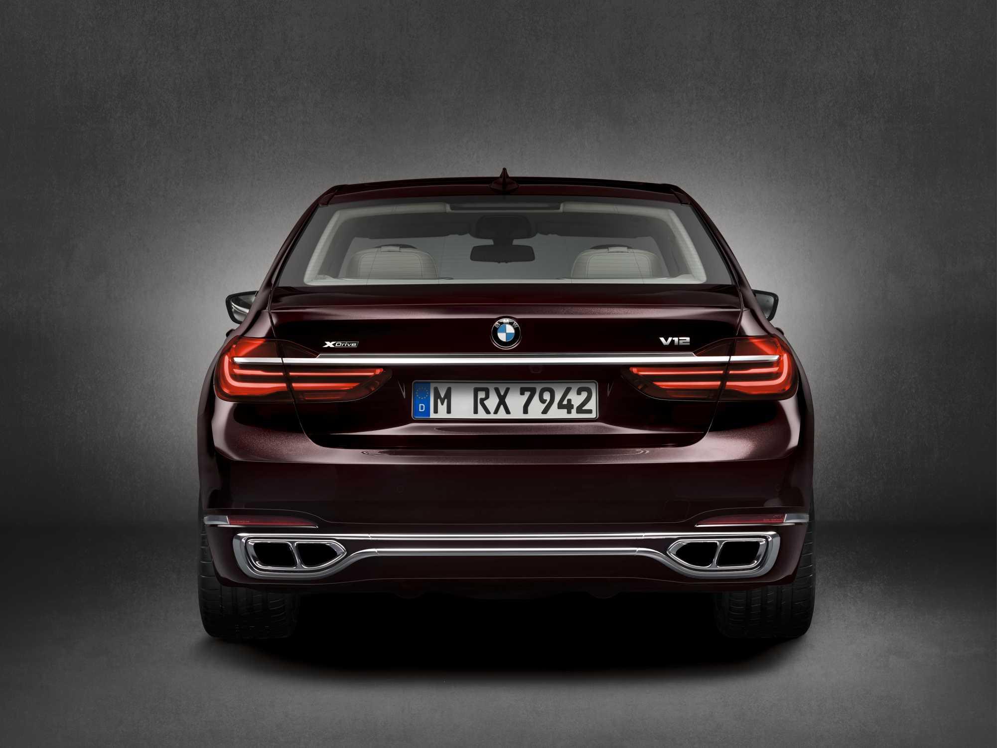 BMW M760Li XDrive Model V12 Excellence