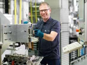 BMW Group Werk Steyr - Motorenmontage (12/2015)