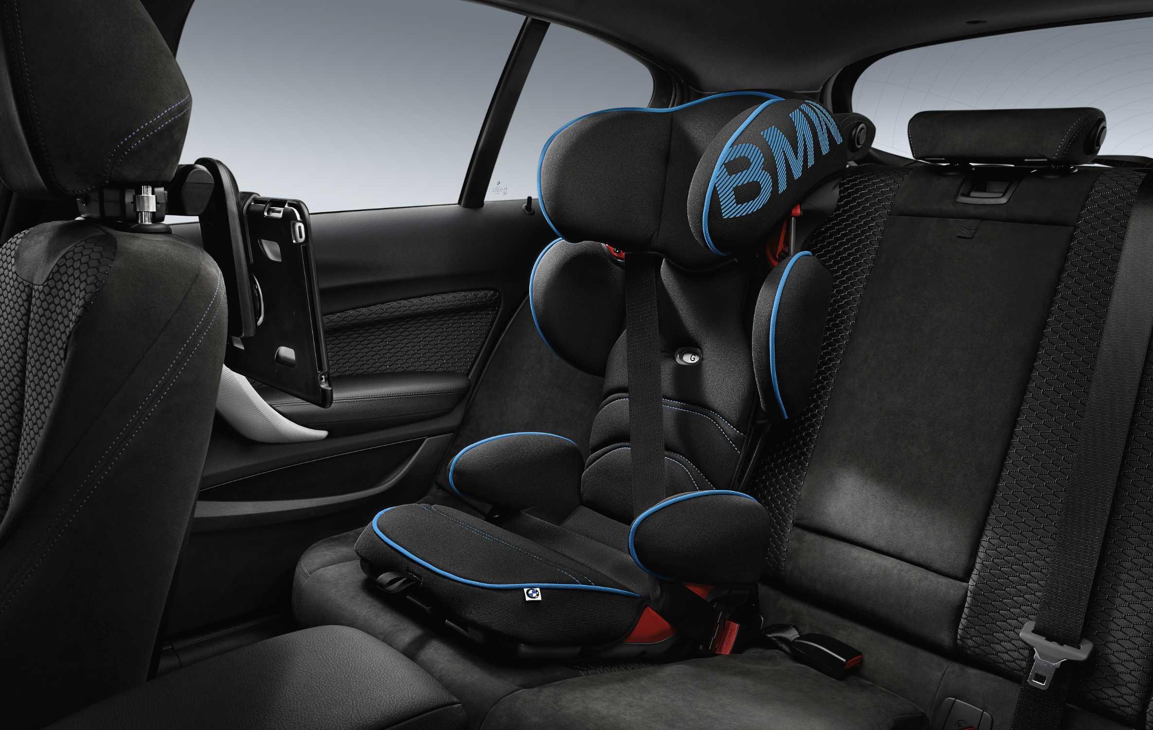bmw junior seat 2 3 black blue and travel comfort ipad. Black Bedroom Furniture Sets. Home Design Ideas