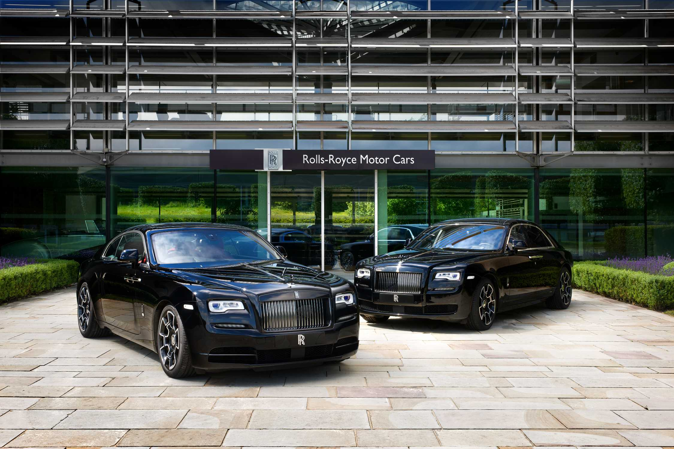 ROLLS ROYCE CELEBRATES 2016 GOODWOOD FESTIVAL OF SPEED WITH A DARK