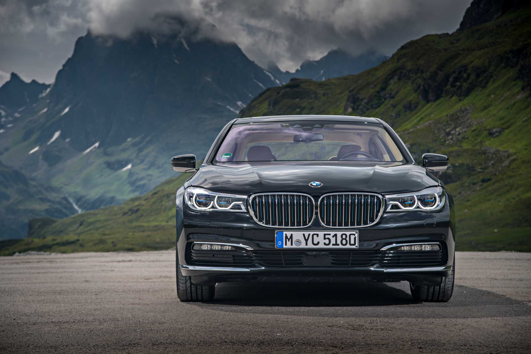 the new bmw 740e iperformance the new bmw 740le iperformance the new bmw 740le xdrive. Black Bedroom Furniture Sets. Home Design Ideas