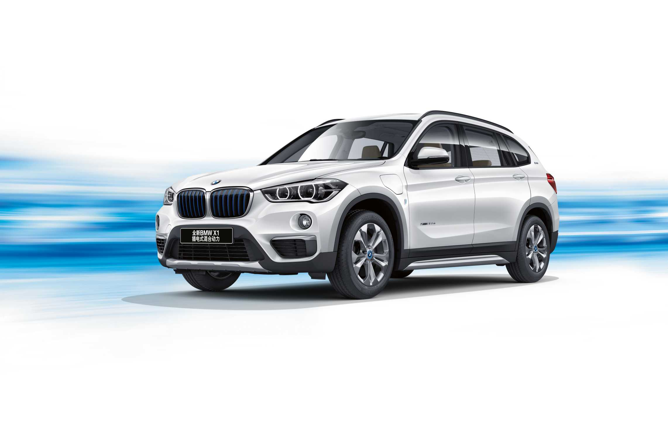 all new bmw x1 xdrive25le iperformance makes debut at. Black Bedroom Furniture Sets. Home Design Ideas