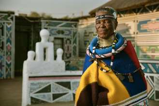 BMW Individual 7 series: Artist Esther Mahlangu in front of her house in Middelburg, province of Mpumalanga, South Africa (09/2016)