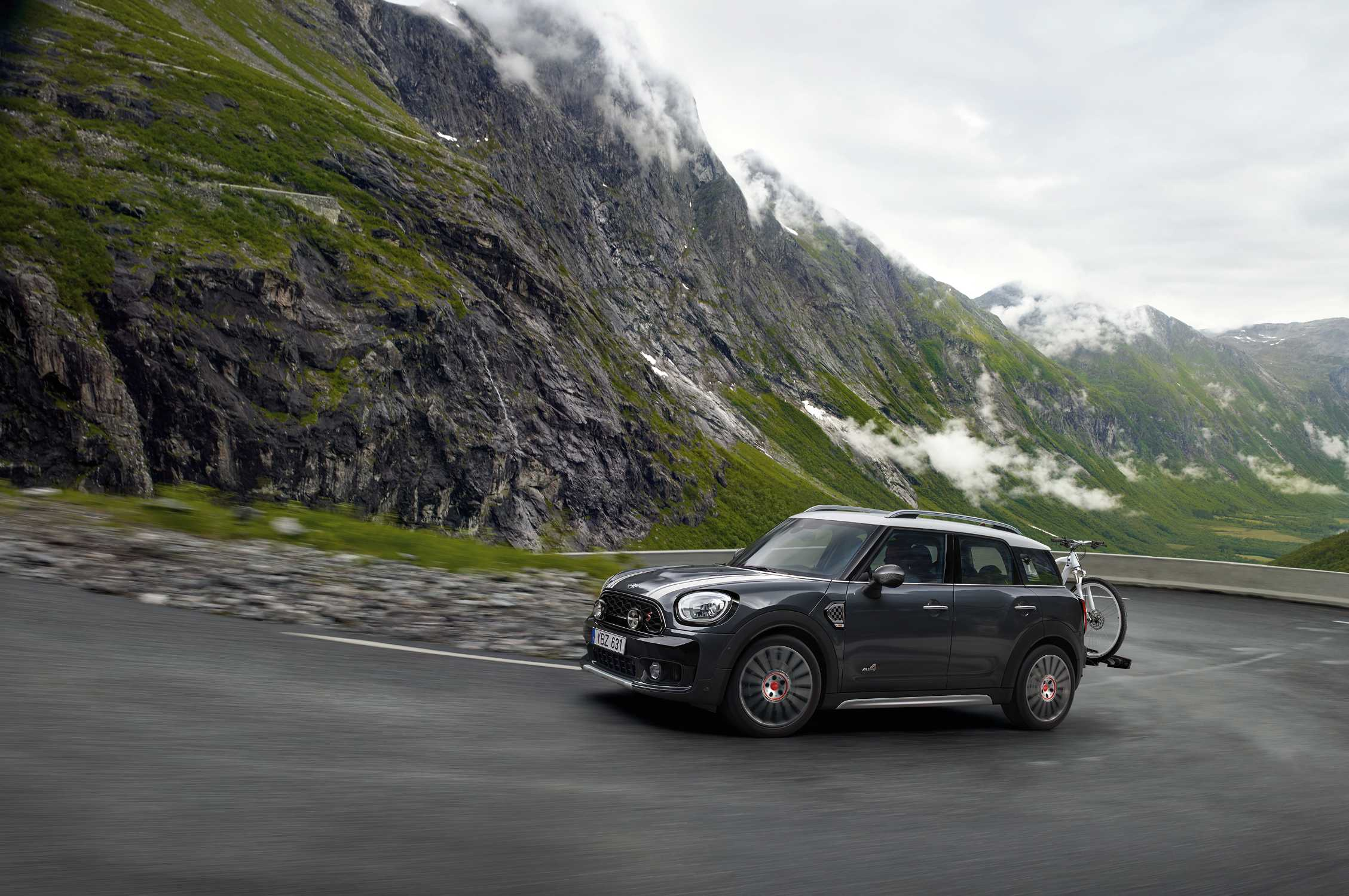 Mini Cooper S Countryman All4 With Rear Mounted Bike Carrier Compact