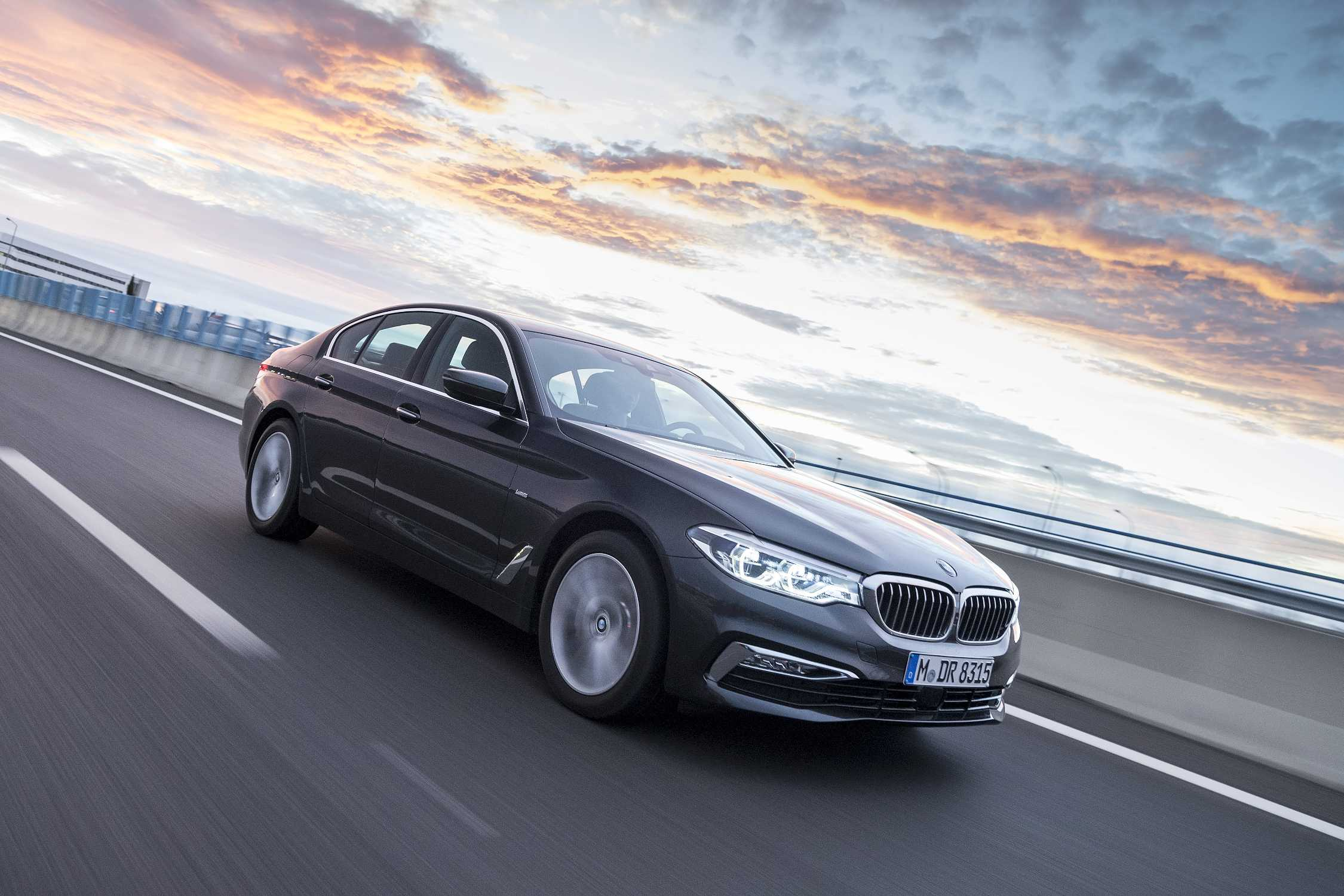 the new bmw 5 series sedan luxury line 10 2016. Black Bedroom Furniture Sets. Home Design Ideas