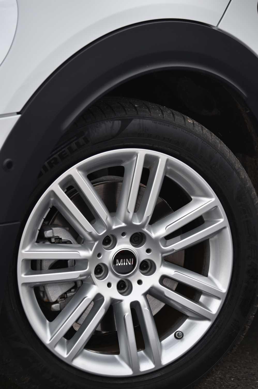 mini cooper s countryman all4  18 u0026 39  u0026 39  light alloy wheels