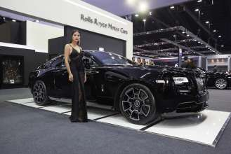 Rolls Royce Black Badge >> Rolls Royce Black Badge Makes South East Asian Debut At 38th