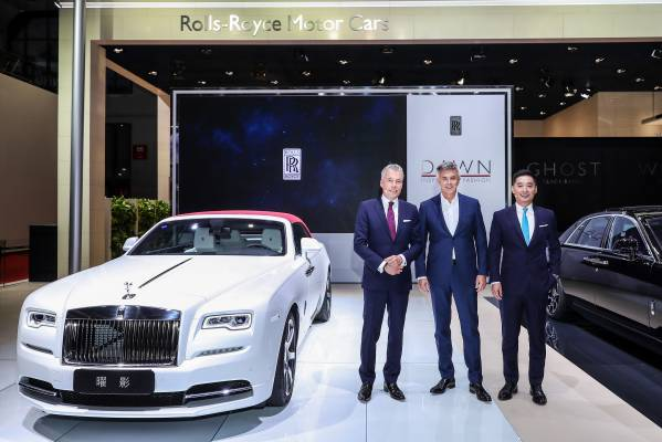 Torsten MÜller ÖtvÖs Ceo Of Rolls Royce Motor Cars Peter Schwarzenbauer Chairman And Leon Li Director
